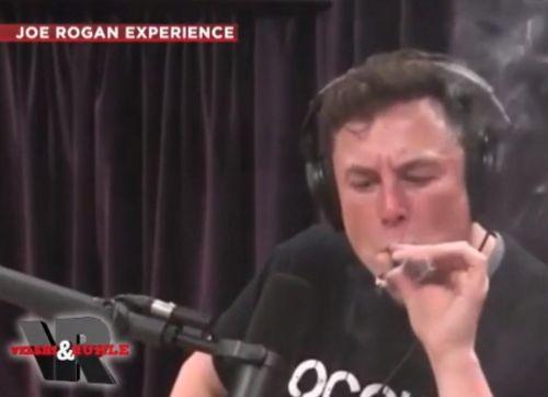 马斯克在节目中吸大麻