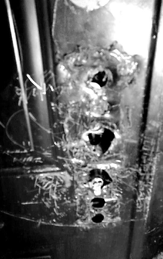 出租房的门锁被砸坏。