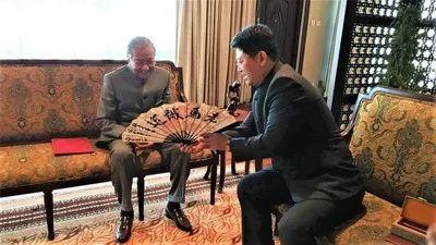 ▲5月24日上午,驻马来西亚大使白天前往布城首要领导基金会拜会马哈蒂尔总理。(外交部网站)