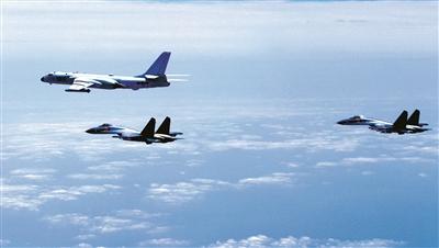 4月19日,中国空军轰-6K等多型战机开展海上方向实战化军事训练。 新华社发