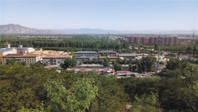 远眺北京市海淀寄读学校。校方供图