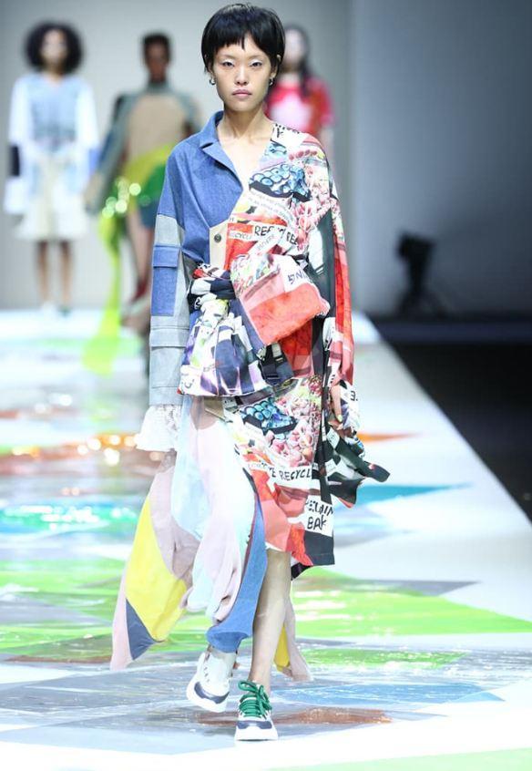 再造衣银行利用再生环保面料制作成衣。图片来源:上海时装周官网