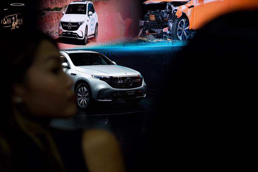 成都车展|奔驰展台群星荟萃,国产AMG和EQC领潮而来