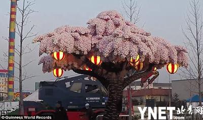 世界最大乐高樱花树在日本搭造 超过88万个积木共耗时