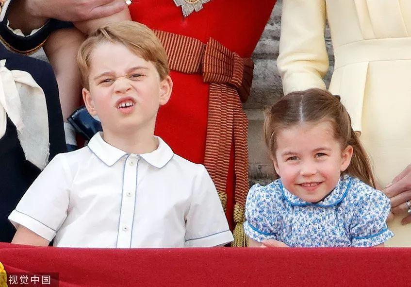 乔治王子战夏洛特公主列席英女王93岁民圆诞辰庆典。/视觉中国