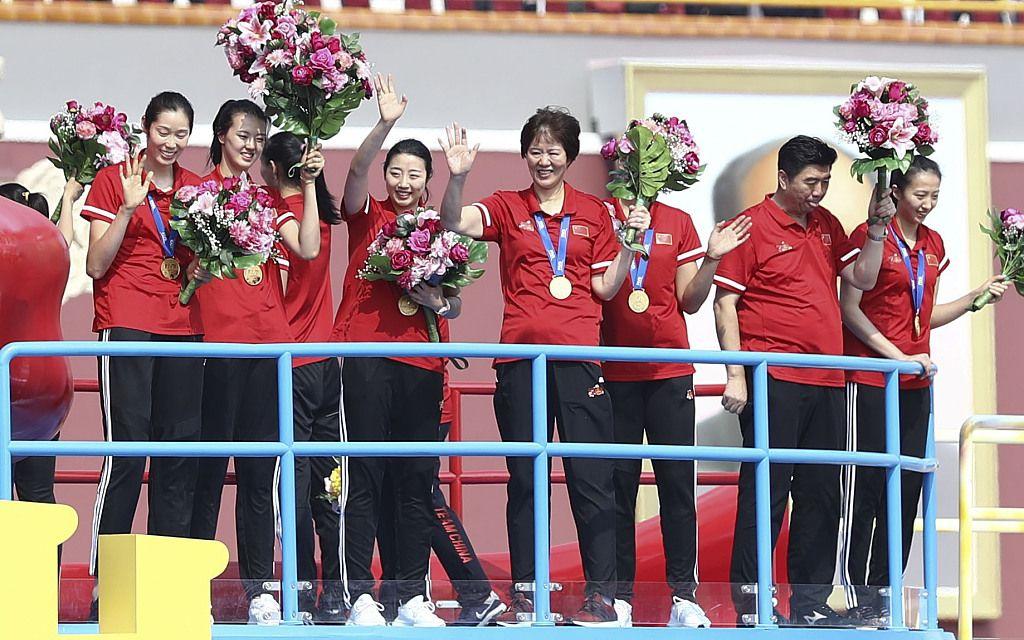 阅兵式中国女排压轴出场中国军人齐喊:世界第一