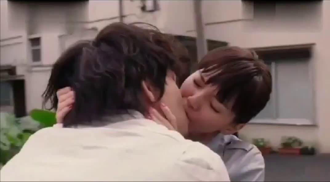 「高能吻戏」我想把你推倒强吻舌吻,这才是成年人该做的事