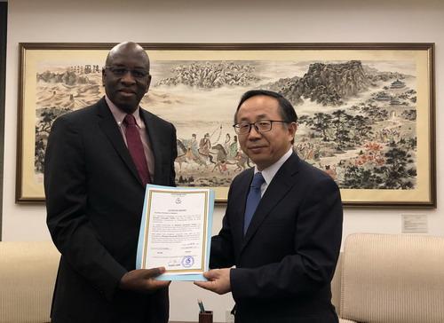 外交部礼宾司副司长范勇接受几内亚新任驻华大使递交国书副本