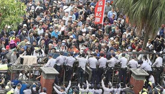 被轰下台成常态 民进党再被呛:你党不死台湾稳死橘梨纱引退