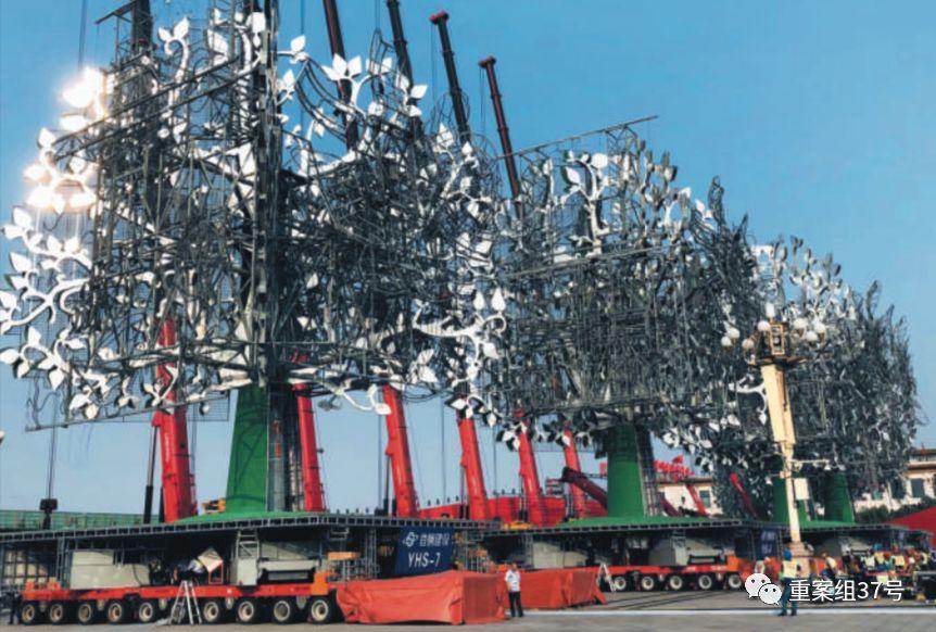 ▲7棵树烟花装置,每个重300吨。国庆联欢活动前三小时搭建好。受访者供图