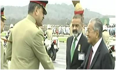 (马来西亚总理马哈蒂尔抵达阅兵场 图源:《黎明报》)