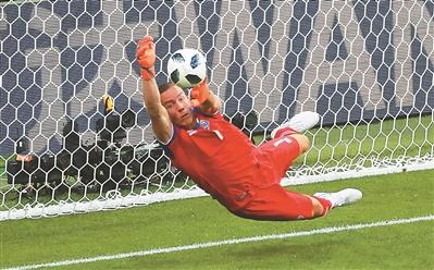 冰岛队无业余球员 导演型门将不罕见