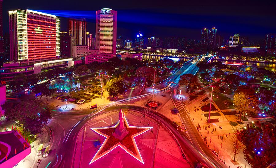广州海心沙上空上演无人机灯光秀 庆新中国70周广州搬迁 公司