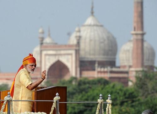 2017年8月15日,在印度首都新德里,印度总理莫迪在独立日庆祝活动上讲话。新华社发