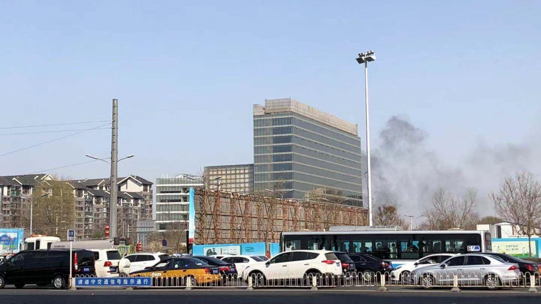 北京前门石头胡同突发火灾 无人员伤亡