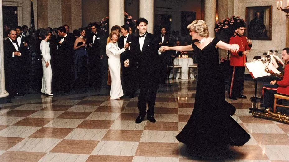 Diana, wearing her Victor Edelstein Travolta gown at the White House in 1985。