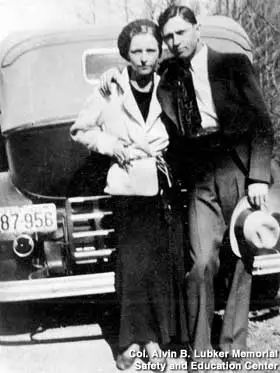 """而今,人們把""""邦尼和克萊德""""的名號給瞭墨西哥毒梟古茲曼和他的情婦桑切斯。"""