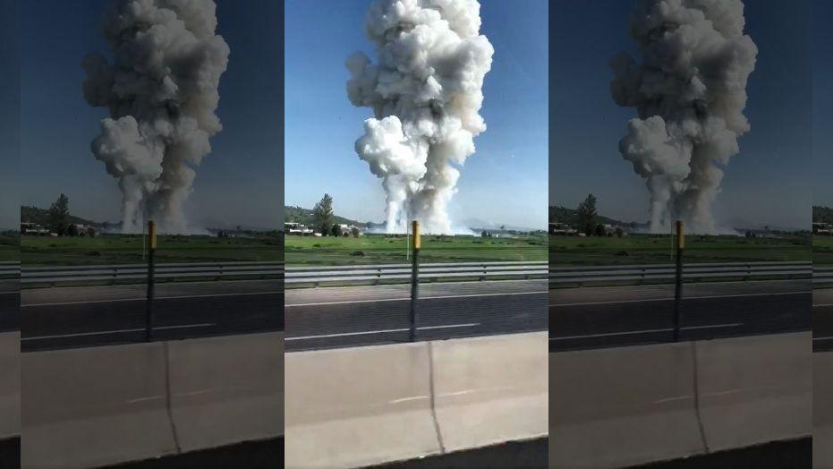 爆炸发生后浓烟四起(图:路透)