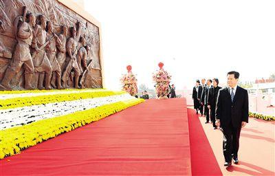 内蒙古自治区领导和首府各族各界代表向人民英雄敬献花篮仪式隆重举行李纪恒布小林李秀领马庆雷等出席