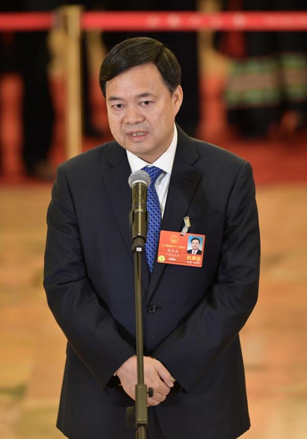 全国人大代表、广西壮族自治区百色市委副书记、市长周异决