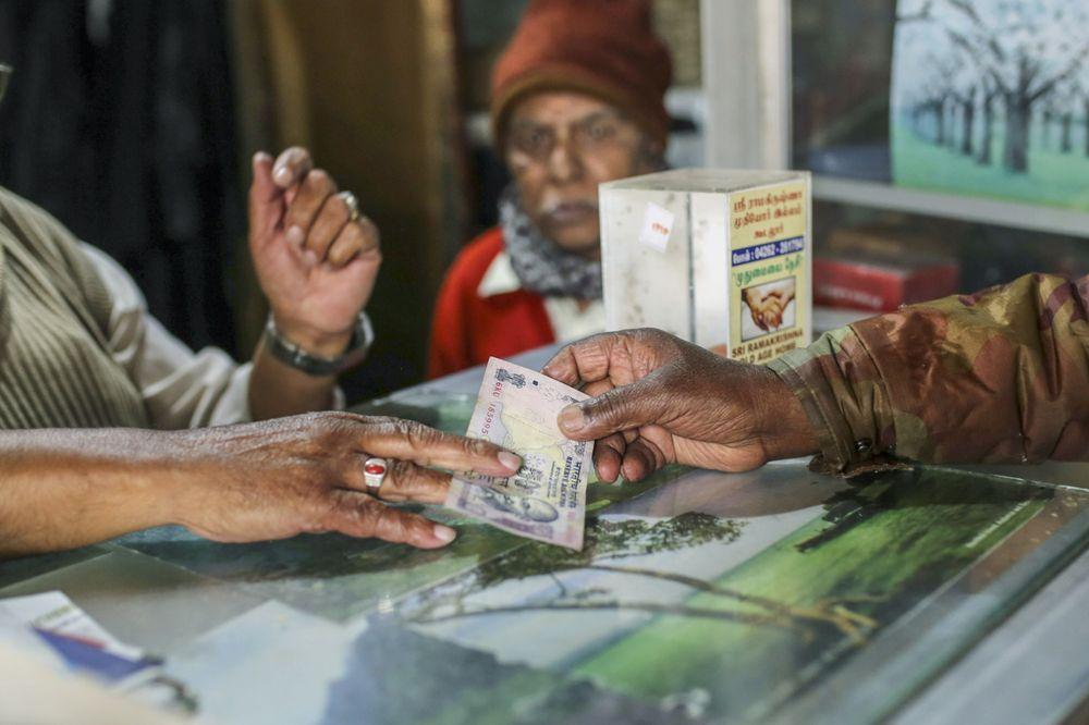 卢比大幅贬值之际 什么才是印度央行的最佳选择?