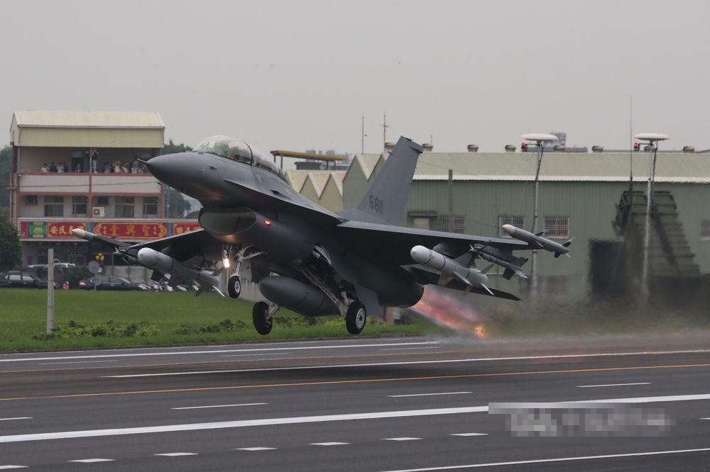 台军方扬言:F16V战机一对一绝对能干掉歼20