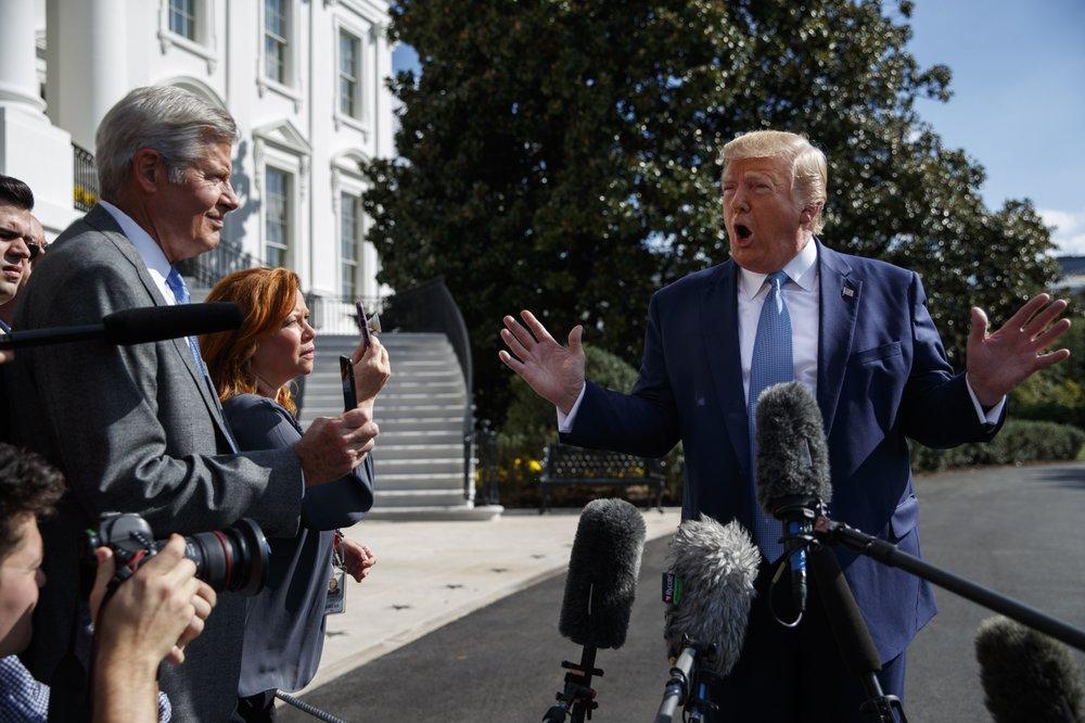 特朗普4日承受记者采访。(图源:好联社)