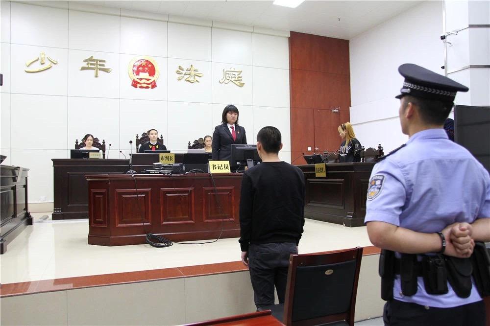 广西柳州首例未成年人涉恶案宣判,被告人两罪被判两年半