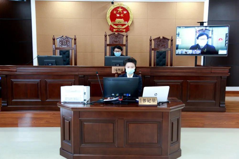 【内蒙古法院在行动】阿荣旗法院公开开庭审理一起涉疫情防控酒后闯卡危险驾驶案图片