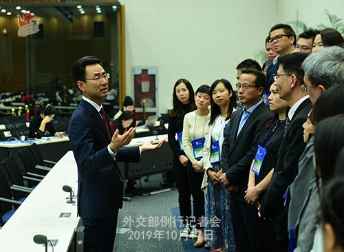 10月17日外交部例行记者会(全文)