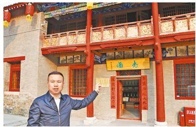 杨旭亮在其认领的凹里村关帝庙内 记者 乔 栋 摄