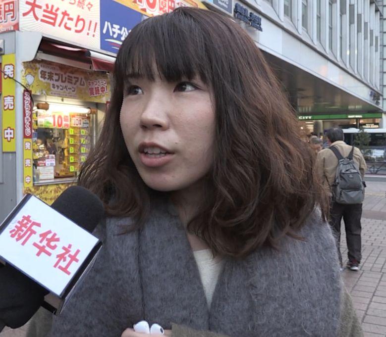 这名女子接受采访。(视频截图)