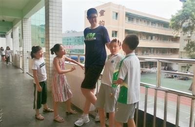 11岁四川男孩身高2.06米 或是全球最高小学生(图)