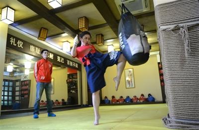"""都市女性爱上泰拳,川妹子业余泰拳世锦赛""""打回""""两块奖牌"""