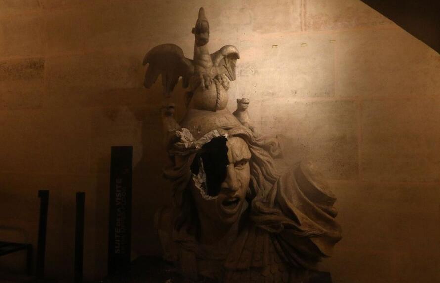 破碎的雕像 图片来源:推特@Revolutions19e