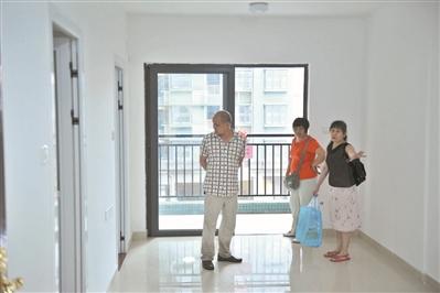 6月8日,广州市民参观公租房样板房(资料图片).