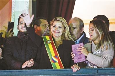 玻利维亚参议院女议长出任临时总统