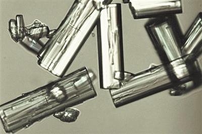 用铝制成的新型MOF-303材料结构图。