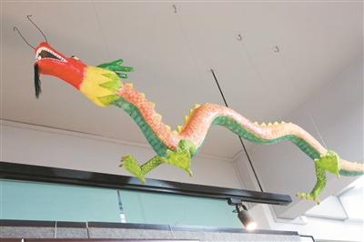 13年来共完成手工制作纸塑艺术品上千件,题材囊括人物,瓜果,动物和