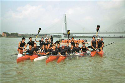 此前刚斩获了广东省第十五届比赛的皮划艇运动,参加两金五银一铜.登山包腰间扣怎么系图片