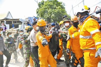 印尼龙目岛地震 死亡人数持续上升