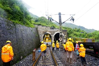 成昆铁路中断 抢险数天开通