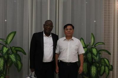 驻尼日尔大使张立军邀请尼总理办公厅主任做客使馆