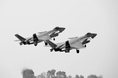 铸造强国利器70年 新中国国防科技和武器装备发展历程与启示