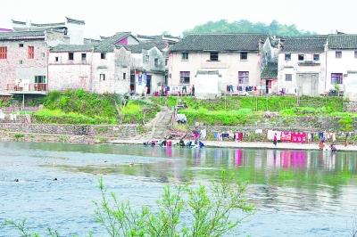 江西婺源的传统村落。面对城市化加速进程,历史文化名城、名镇、名村等文化遗产亟待抢救。李韵 摄