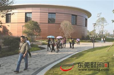东莞时报读者团探访清澜山学校:就像童话世界 在这里学习太幸福了