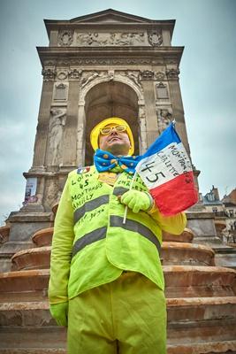 """""""黄马甲""""运动一周年 法国再度爆发抗议活动"""