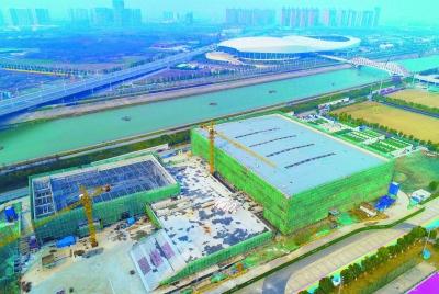 南京青奥体育公园室内田径世锦赛主场馆封顶