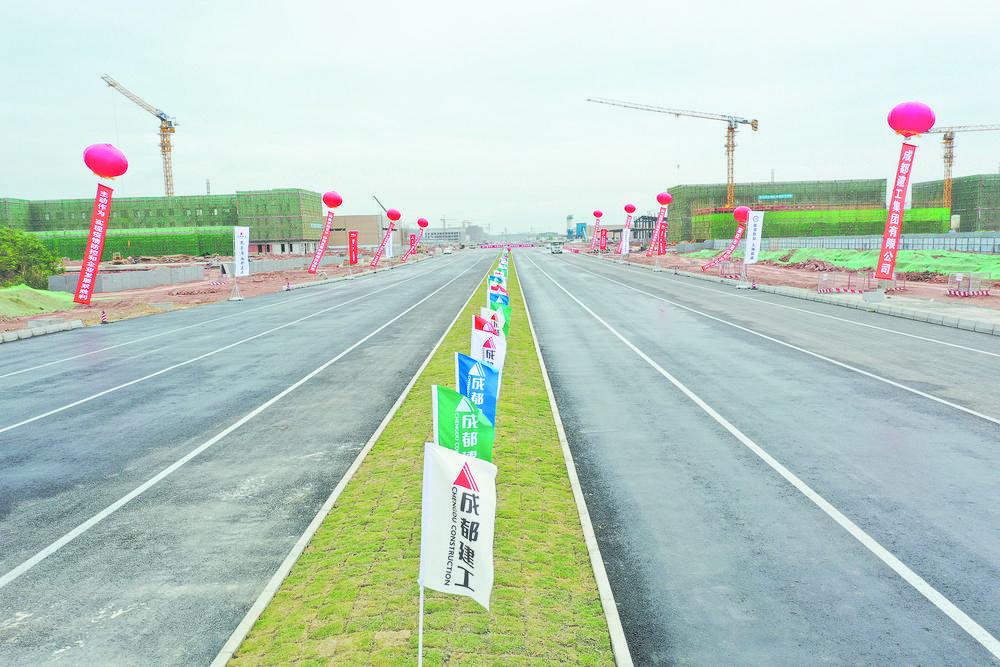 天府国际机场市政工程首批道路通车了图片
