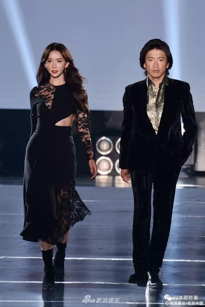 林志玲一袭暗裙超性感啦。